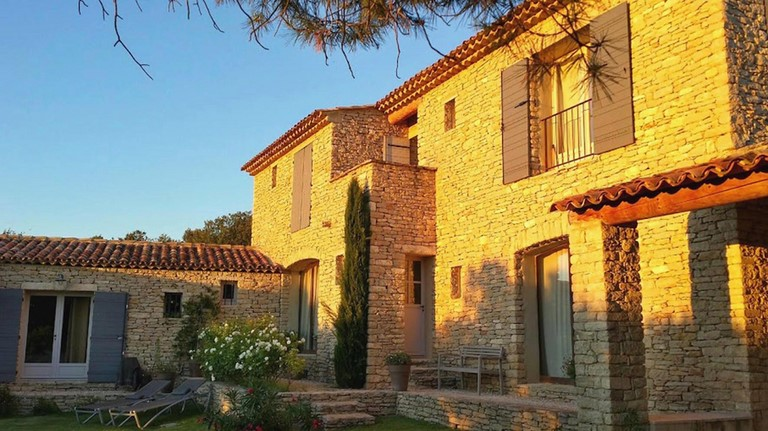 Bed and breakfast in Gordes in the Luberon, overlooking the garden and picine