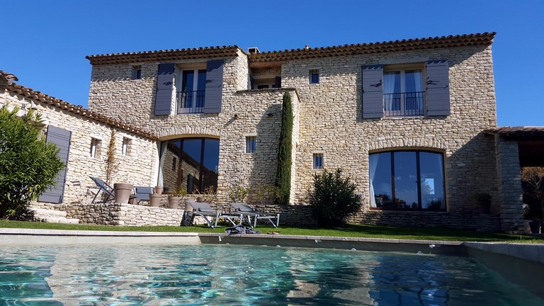 A beautiful guest house in stones in Gordes in the Luberon (Vaucluse 84) in the south of France
